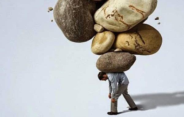 Levai a carga uns dos outros ou cada um levará seu próprio fardo? Contradição na Bíblia?